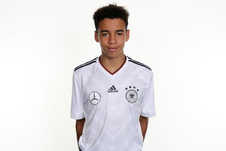 رسمياً جمال موسيالا يتجاهل منتخب إنجلترا لحساب المنتخب الألماني