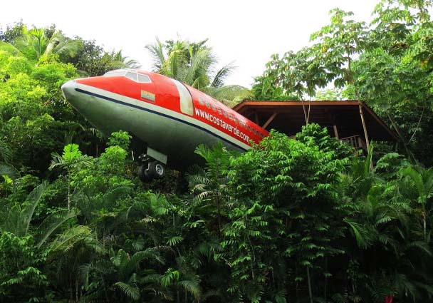 Hotel Costa Rica is one of the best resorts of the world. The two fanciful bedrooms are constructed using the airframe of an old 727 Boeing of 1965. The construction is built on a solid platform, which protrudes 50-feet inside the covering of jungle.  All the furnishings are handicrafts. The rearmost bedroom as well has a handicraft surface above the wing.