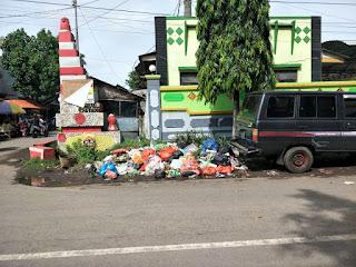 Rutin Bayar Iuran, Sampah Berserakan Dibiarkan