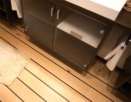laminat im bad gut holz. Black Bedroom Furniture Sets. Home Design Ideas