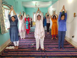 women-yoga-dumka