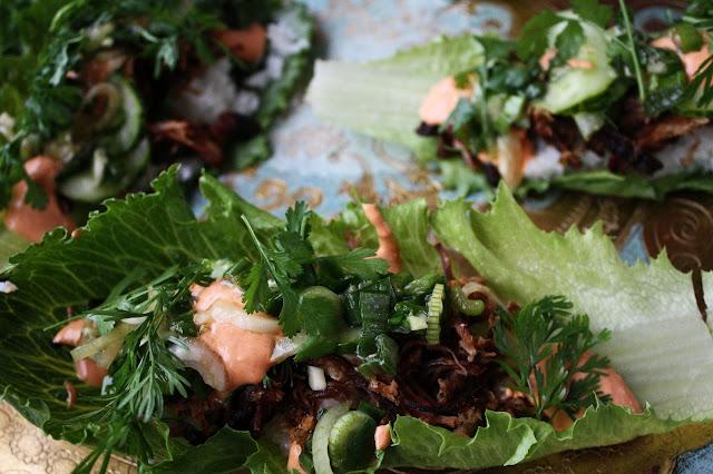 bossäm korea nyhtöpossu käärö salaatti cosmopolitan katuruoka streetfood mallaspulla
