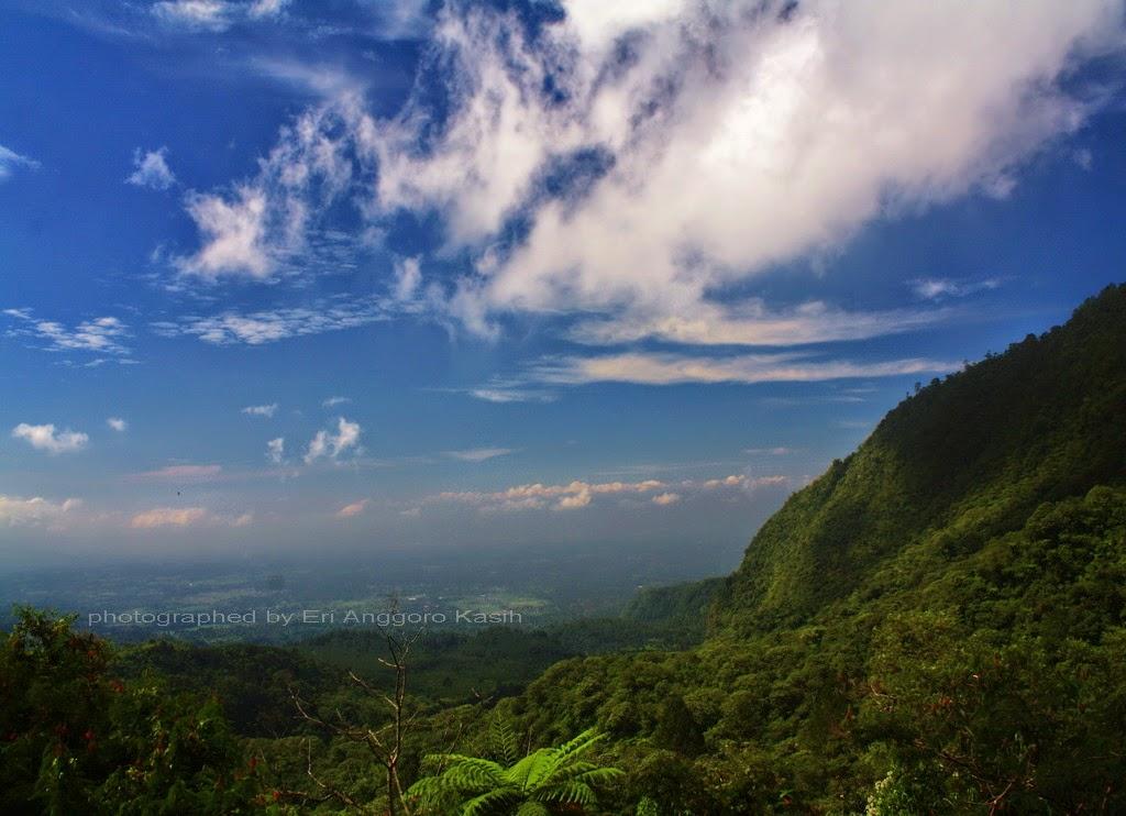 Pemandangan ke arah Tasikmalaya dari Gunung Galunggung