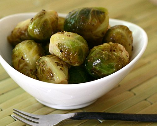 Marinated Brussels Sprouts, another 'refrigerator pickle' ♥ KitchenParade.com. Vegan. Low Carb. Weight Watchers Friendly. Gluten Free.