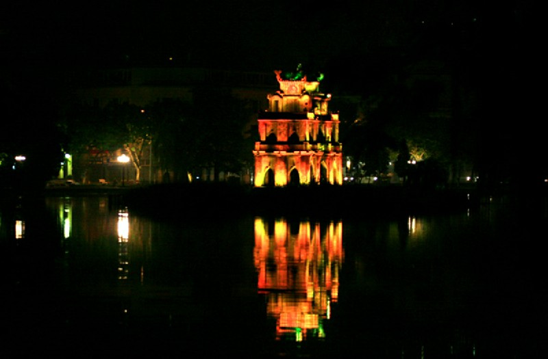 Hình Ảnh Hồ Gươm Dưới Nhiều Góc Nhìn Nghệ Thuật
