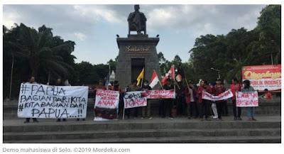 Demo Soal Papua, Mahasiswa di Solo Bawa Spanduk Isi Ajakan Damai
