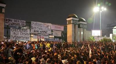 spanduk penolakan revisi UU KPK