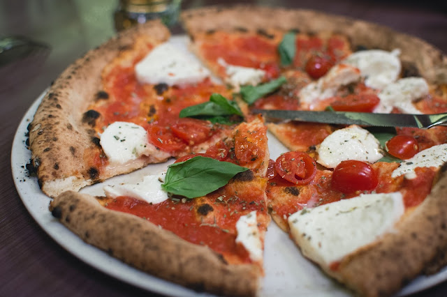 How to Make Classic Margherita Pizza - RictasBlog