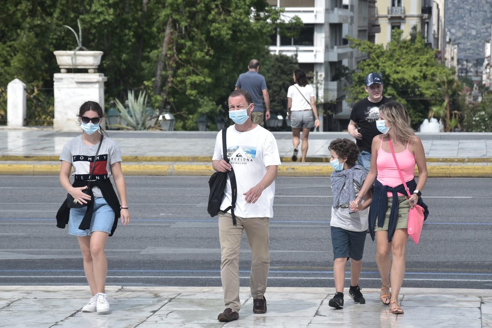 Στο τραπέζι η χρήση μάσκας παντού – Μαγιορκίνης: «Βιώνουμε το δεύτερο κύμα»