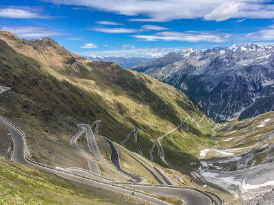 cycling stelvio pass full carbon road bike rental in bormio ebike race racing enduro