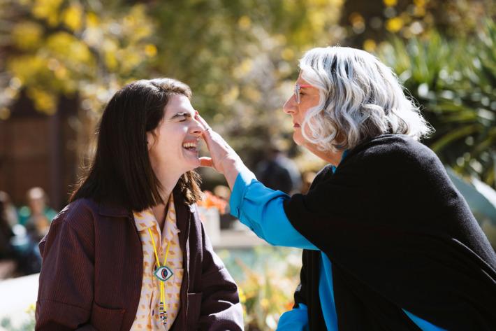 Maura y su hija Ali en la cuarta temporada de 'Transparent'