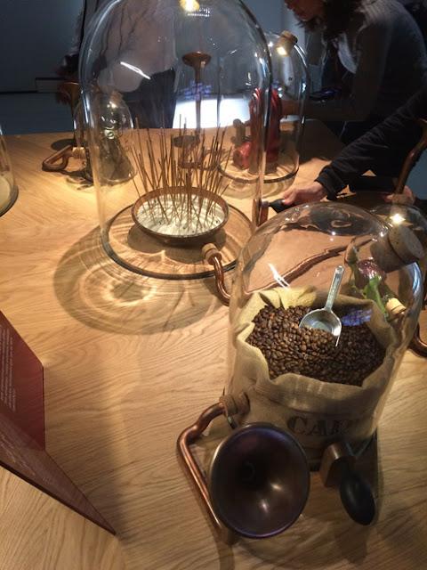 Olores del Vino. Campanas de aromas. Citè du vin Burdeos | turistacompulsiva.com