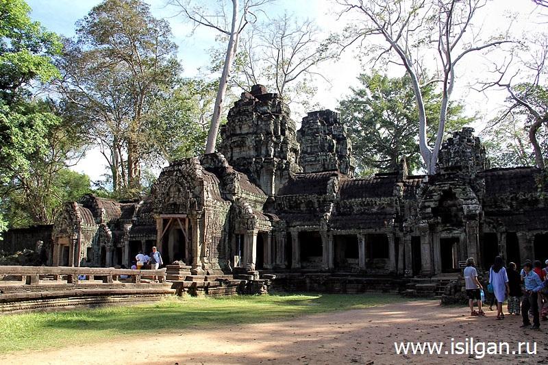 Hram-Ta-Prohm-Prom-Andzheliny-Dzholi-Kambodzha-Cambodia-Siem-Reap-Angkor
