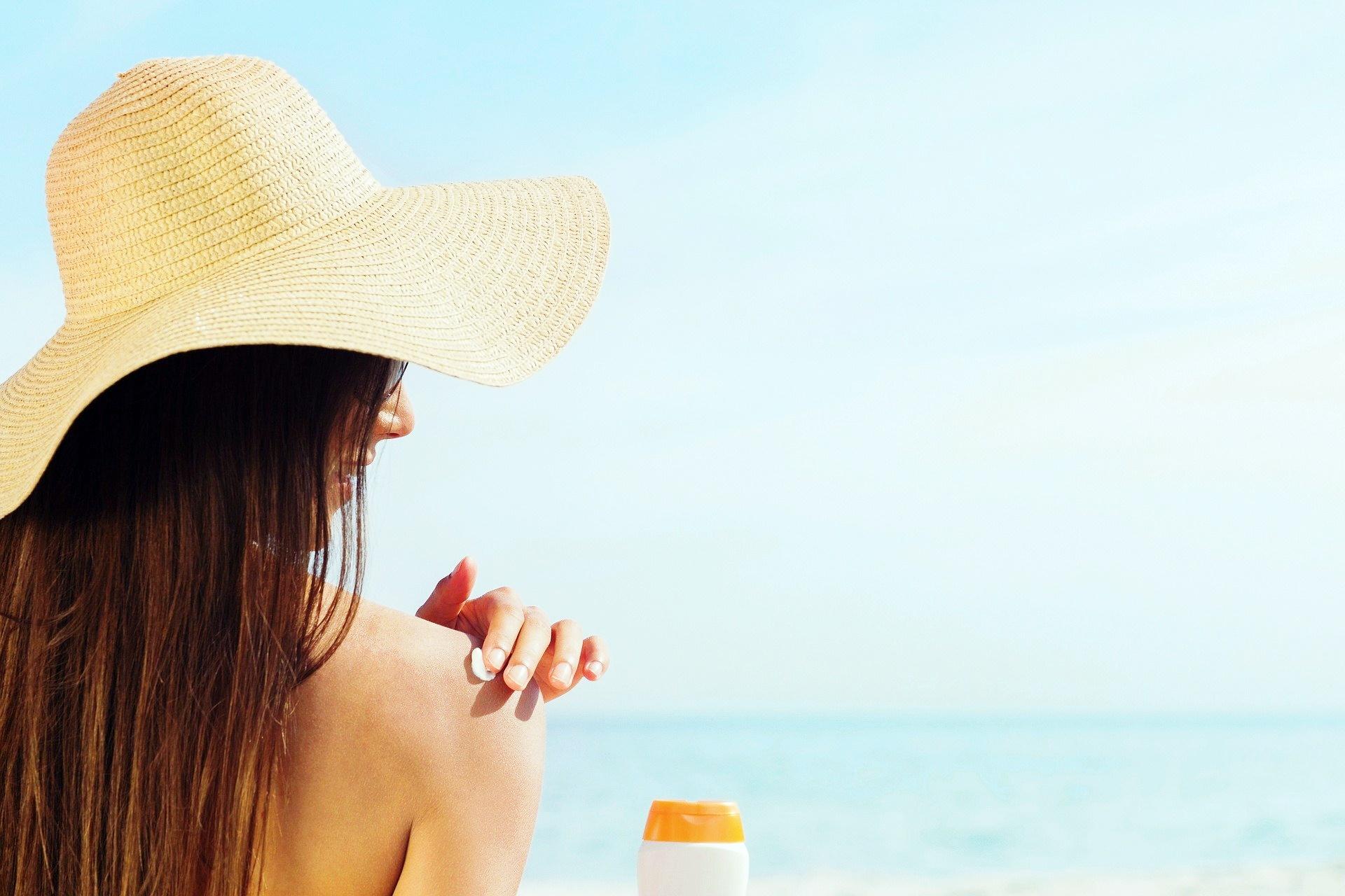 Jak załagodzić oparzenia słoneczne, najlepszy sposób na ból po opalaniu