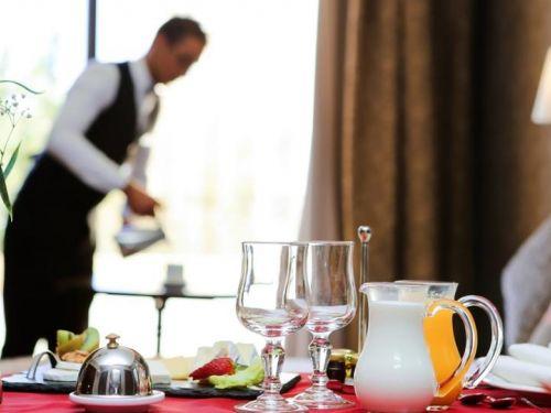 Ζητείται άτομο για το τμήμα service ξενοδοχείου στο Ναύπλιο