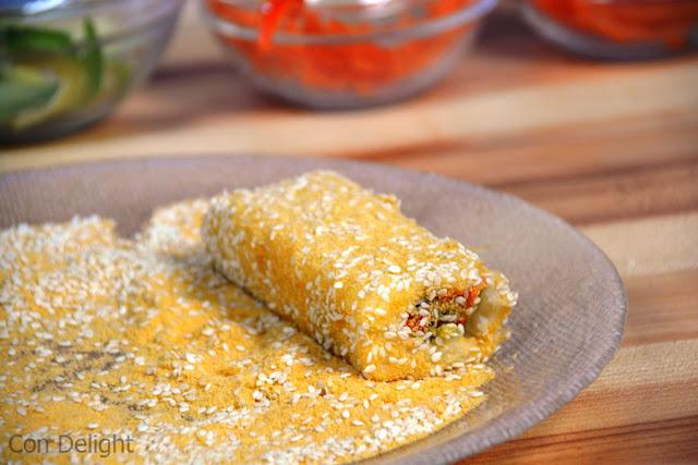 סושי מגולגל בפירורי לחם sushi rolled in breadcrumbs