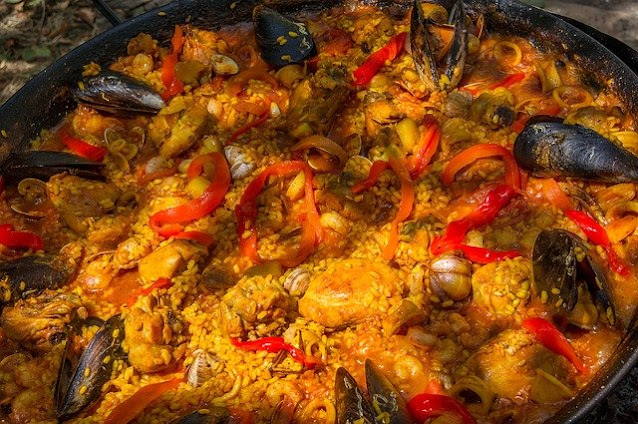 500 calorie meal recipes: Smoked paprika paella with cod & peas