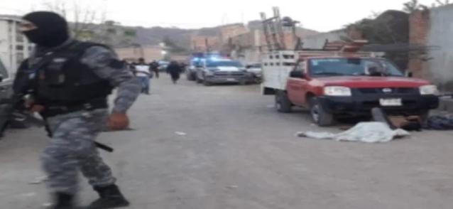Video: En Tonalá, Jalisco 11 albañiles que esperaban su pago de la semana tras friega en la construcción son acribillados por Sicarios, 2 sobreviven de ligero en territorio del CJNG