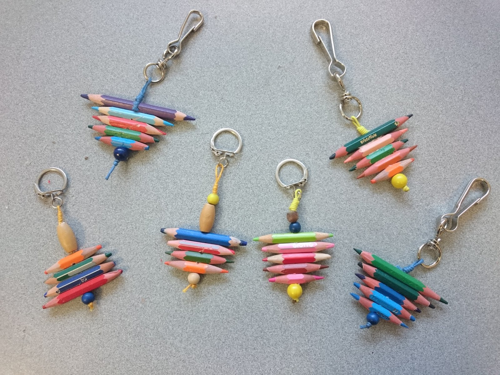 Diy Crayons Recycles Un Porte Cles Sympa Idee De Cadeau Fait Main
