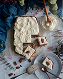 https://lachocolaterapia.blogspot.com/2021/03/bizcocho-especiado-de-zanahoria-con-chocolate-blanco.html