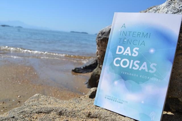 Livro A Intermitência das Coisas, de Fernanda Rodrigues