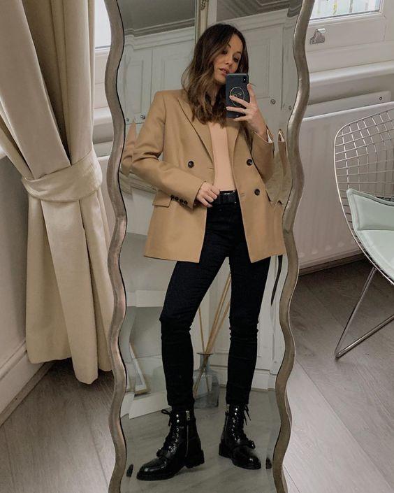 How to Wear a Beige Blazer or Camel Blazer for Fall — @dolce_masha in a blazer jacket and black jeans