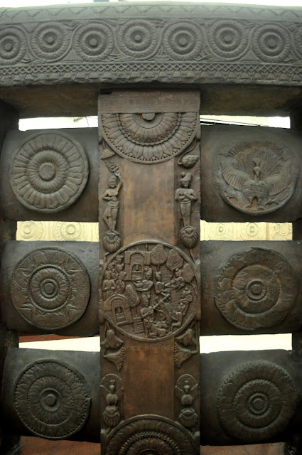 Stone railings decorated with large medallions, Bharhut Stupa, Indian Museum, Kolkata
