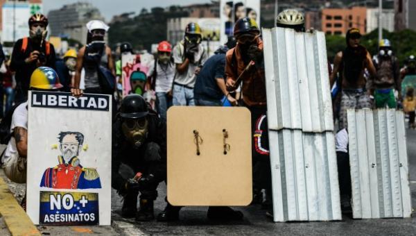 """""""Hasta que no salga el gobierno no pararé de luchar"""": Joven que resiste a la represión de la dictadura genosida en las protestas"""