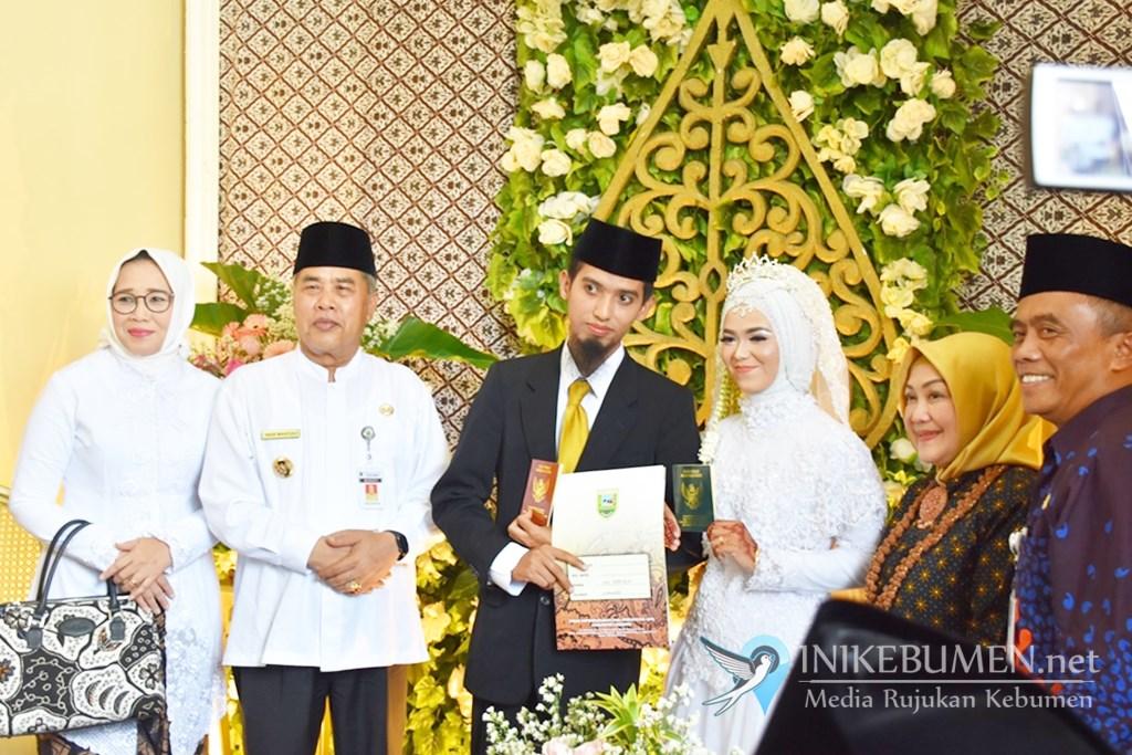 Haru! Rohmad dan Umi Rofiqoh Jadi Pasangan Pertama Menikah di MPP Kebumen