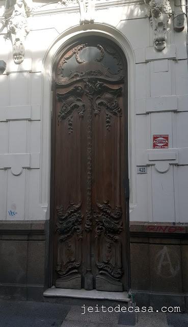 antiga-porta-madeira-arquitetura-casa-colonial