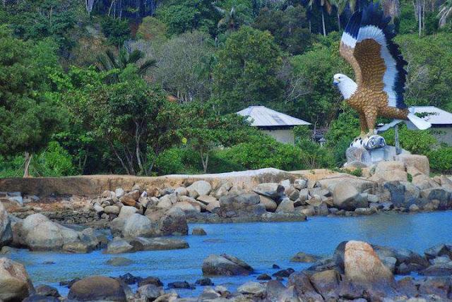 Lokasi dan Daya Tarik Wisata Sinka Island Park Kalimantan Barat