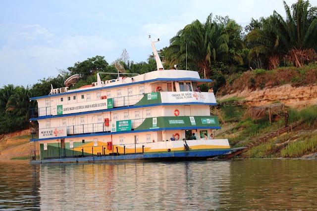 Barco Hospital leva assistência médica, odontológica e serviços às comunidades ribeirinhas