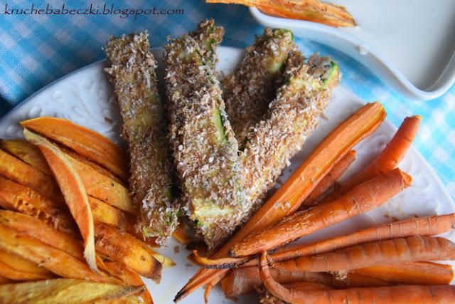 Pieczone warzywa: panierowana cukinia, batat i marchewka