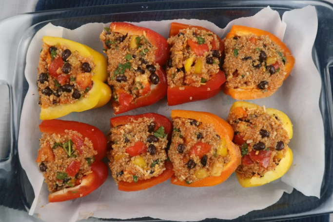 QUINOA AND BLACK BEAN STUFFED BELL PEPPERS #vegetarian #black #quinoa #cauliflower #mushroom