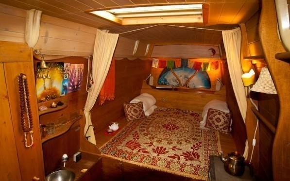 The main living area looks incredibly comfortable and warm. - Amazing Off-Grid Traveling Home Was Made Out Of An Old Van… Wait Till You See The Inside.