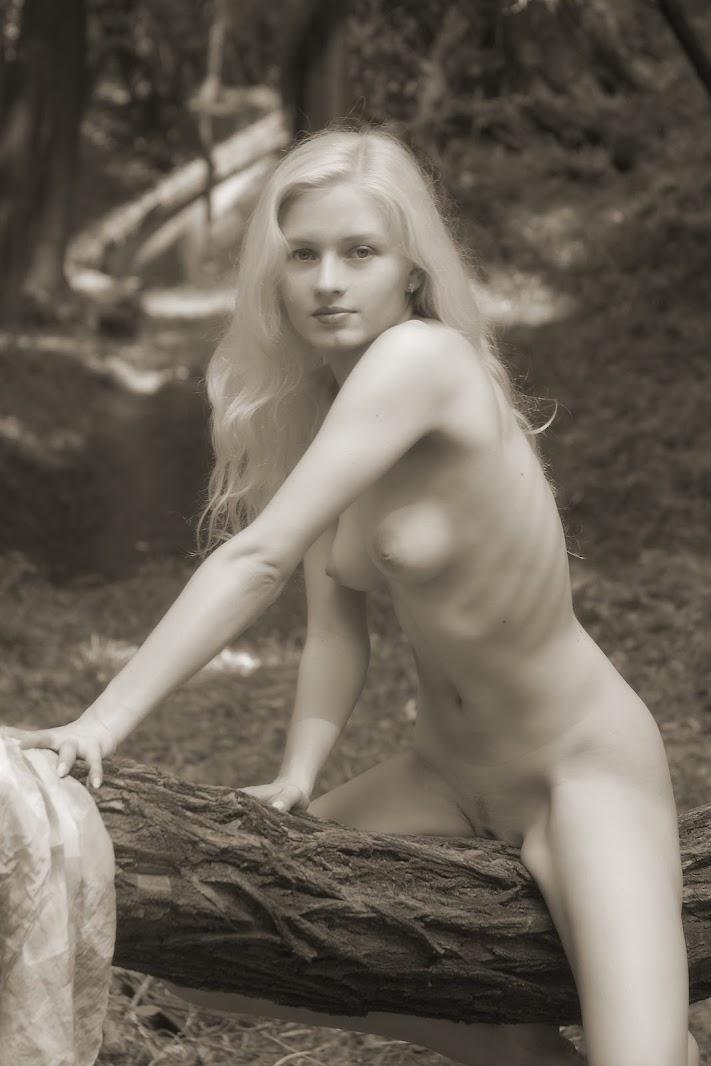 20050830_-_Joulie_E_-_Presenting_Joulie_-_by_Arcady.zip.MET-ART_arc_11_0059 Met-Art 20050830 - Keri & Bella A - Zenith - by Ingret