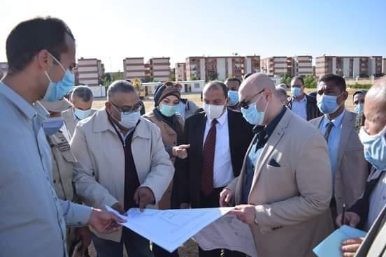 رئيس جامعة بني سويف والمحافظ يتفقدان موقع الجامعة الأهلية الجديدة