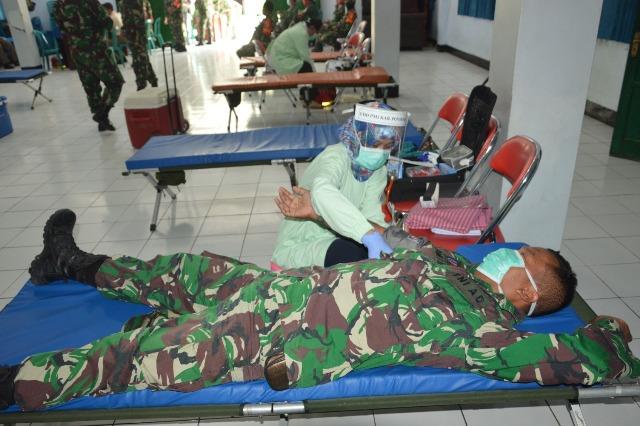 Penuhi Stok Darah Menghadapi Pandemi Covid-19, Kodim 0802/Ponorogo Gelar Donor Darah
