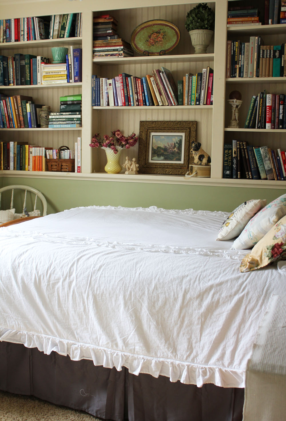 A Sweet Cottage Style Guest Room Itsy Bits And Pieces