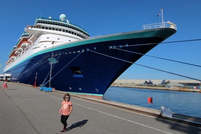 Barco Monarch en el puerto de Rostock