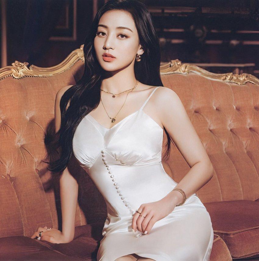 흰색 드레스를 입은 트와이스 - 꾸르