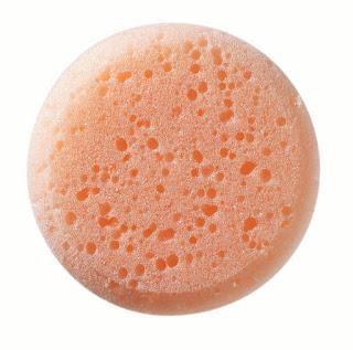 Aprenda usar os diferentes tipos de esponjas de maquiagem no lugar certo