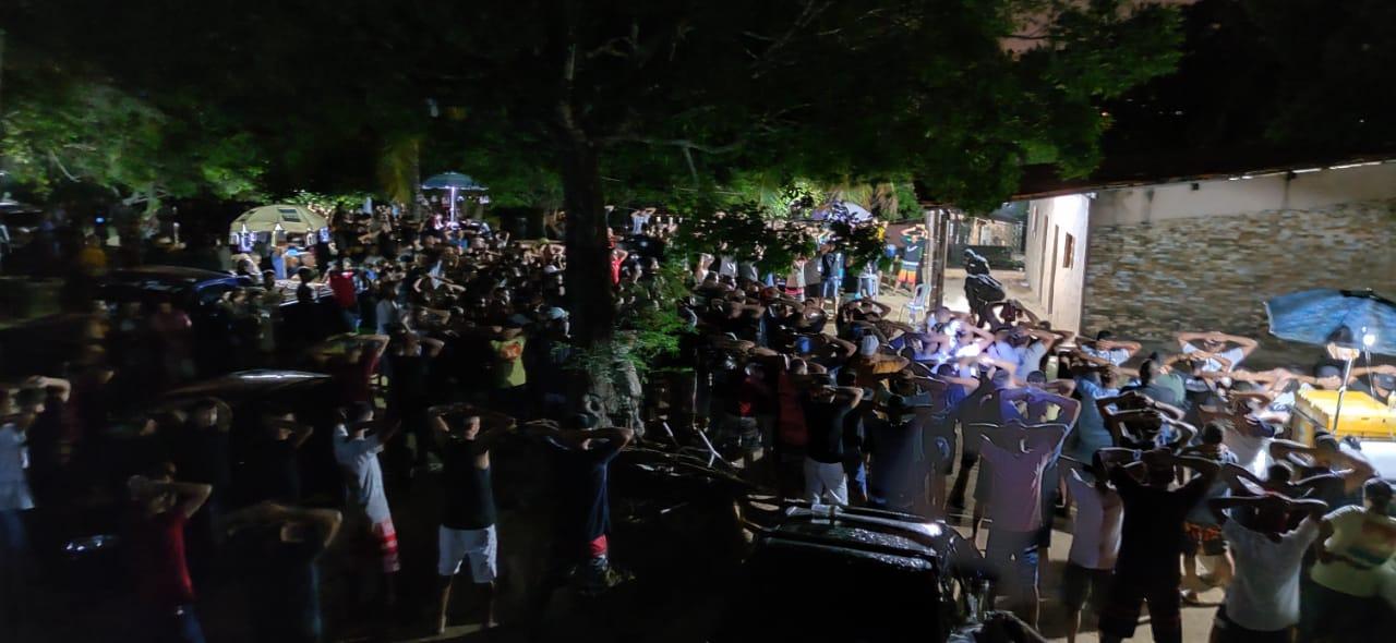 Polícia Militar encerra festa com drogas e mais mil pessoas em granja de João Pessoa