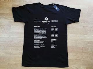 CV berbentuk sebuah T-Shirt