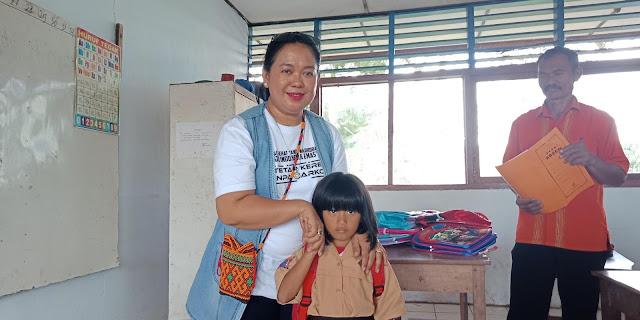 Berbagi di Pelosok Rantebua, Kepala BNNK Tana Toraja : Kami Bahagia Lihat Mereka Bahagia