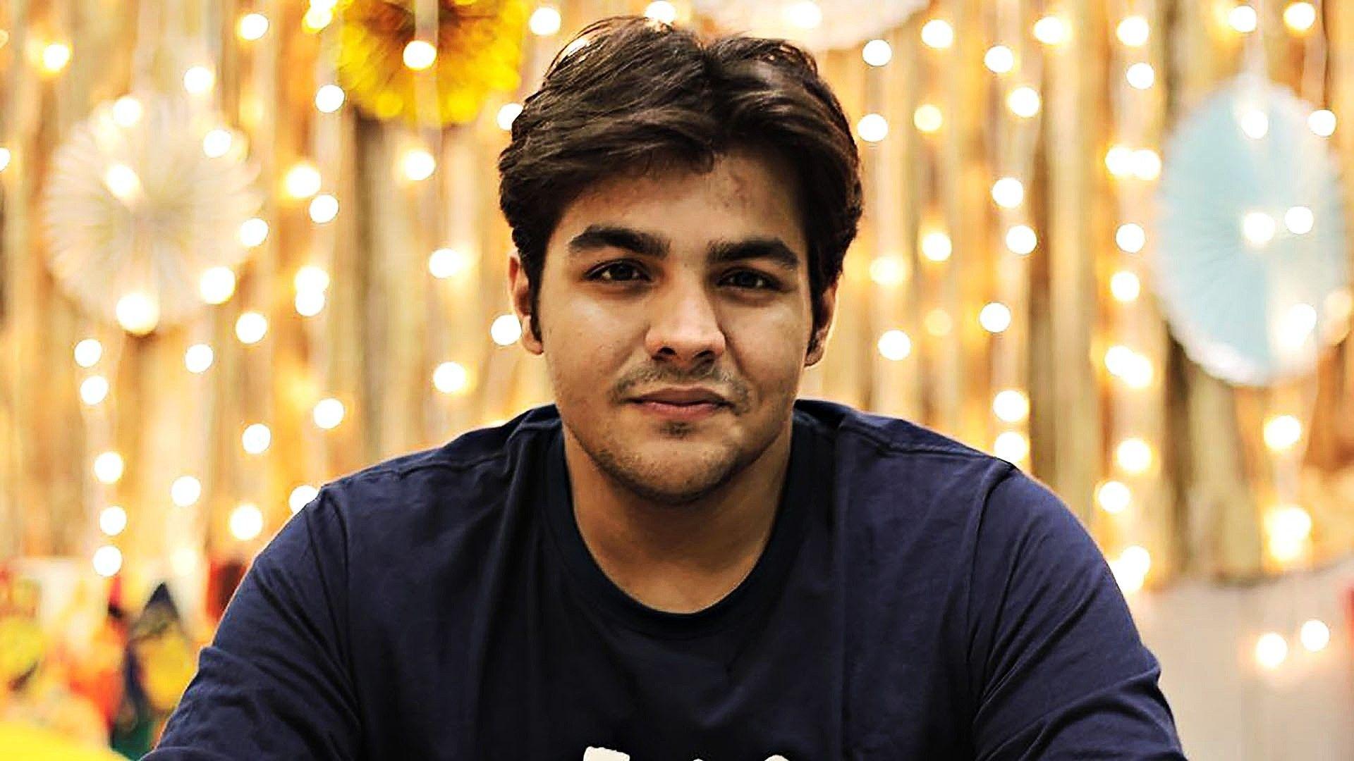 Ashish Chanchlani Handsome look