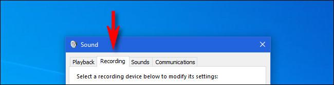 """في نظام التشغيل Windows 10 ، انقر فوق علامة التبويب """"التسجيل"""" في نافذة """"الصوت""""."""