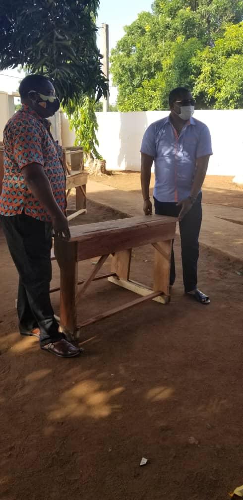Education: La commune Lacs 2 a réceptionné 100 table-bancs don du gouvernement