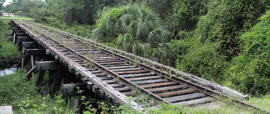 Antiguo puente ferroviario en el Legacy Trail, a su paso por el Oscar Scherer State Park