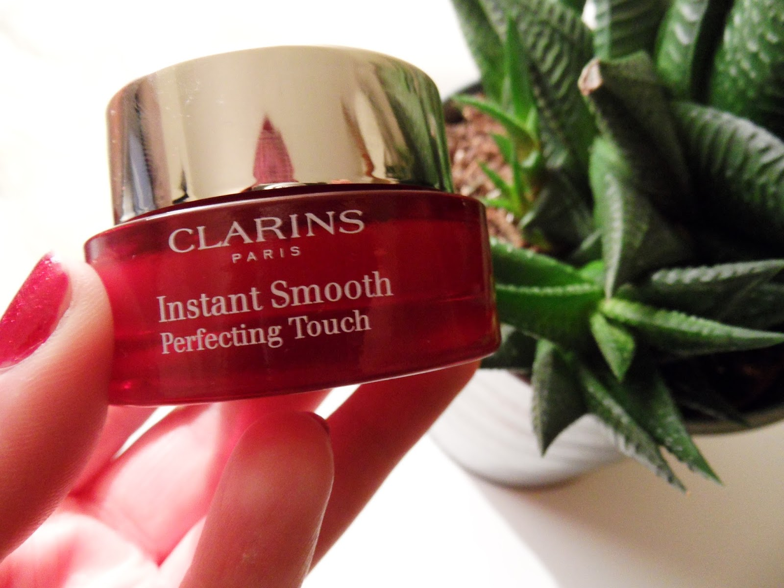 CLARINS INSTANT SMOOTH PERFECTING TOUCH : REVIEW eyelinerflicks.com